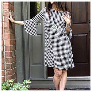Dresses & Skirts - Houndstooth bell sleeves side pocket swing dress